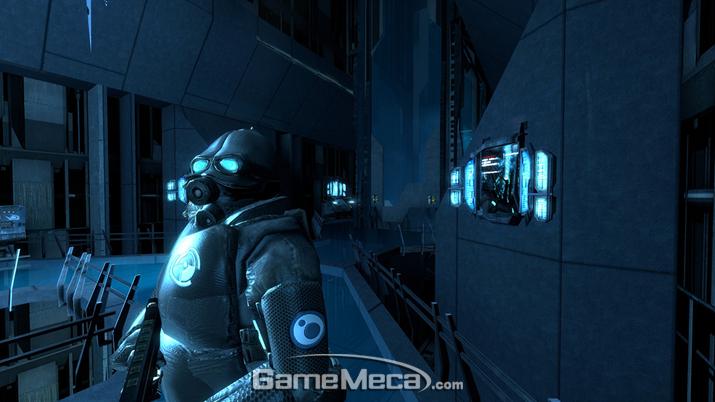 외계인 간수에게 김고든의 찰진 빠루질을 선사하자 (사진출처: 영상 갈무리)
