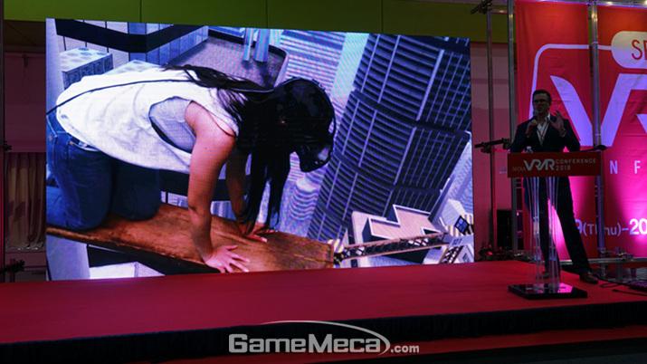 VR 환경에 대한 몰입을 강조한 이스테스 (사진: 게임메카 촬영)