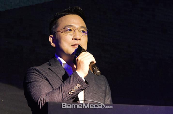김택진 대표는 PC판 '리니지'에서 완전히 탈피한 '리니지M'을 선언했다 (사진: 게임메카 촬영)