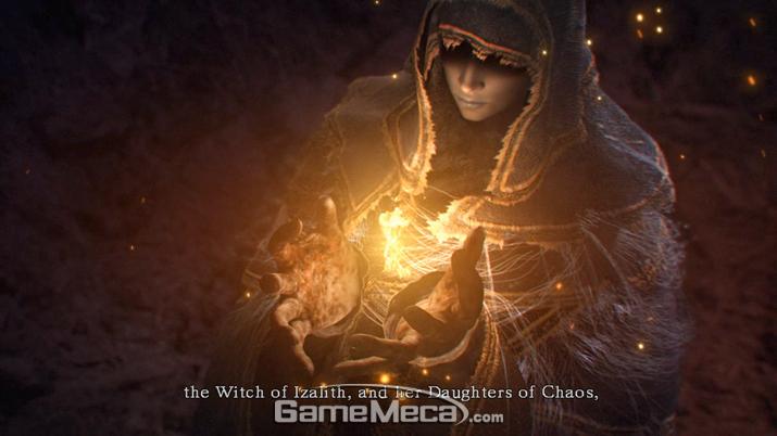 최초의 불에서 찾은 '왕의 영혼'에 매료된 '이자리스의 마녀' (사진출처: 게임 내 영상 갈무리)