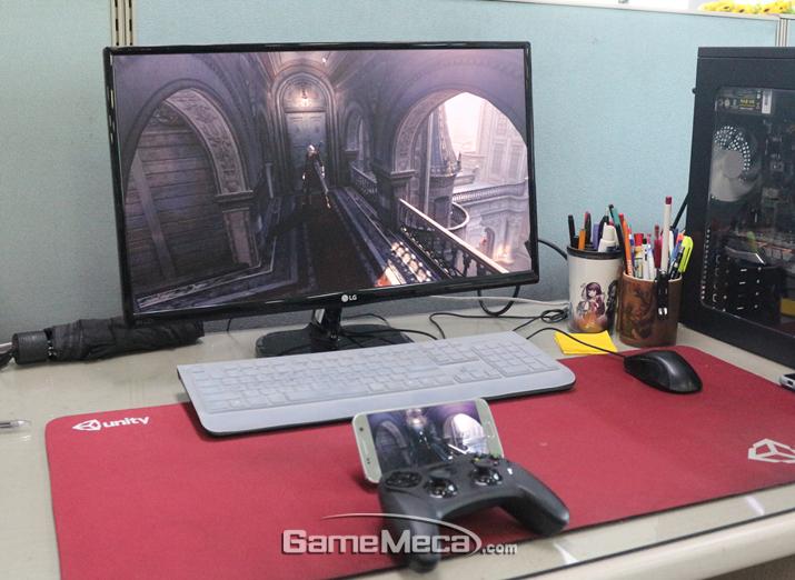 언젠가는 책상이 아니라 침대에서 '스팀 링크'를 할 수 있기를 (사진: 게임메카 촬영)