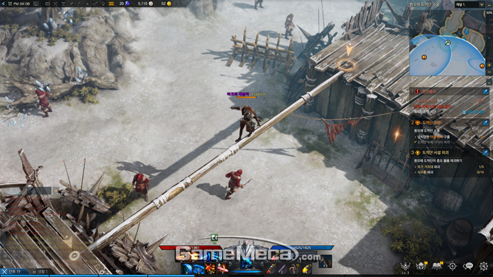 적 몰래 적의 외나무다리를 건너는 등의 액션도 가능하다 (사진: 게임메카 촬영)