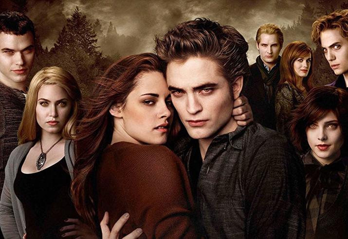 '섹시한 뱀파이어 주인공'을 내세워 큰 성공을 거둔 '트와일라이트' (사진출처: 위키피디아)