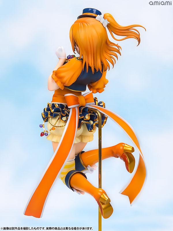 뒷모습 조형도 역시 세밀하다. 점프하는 포즈다 보니 고정하는 지지대가 필요하다(사진출처: 아마아미 공식 홈페이지)
