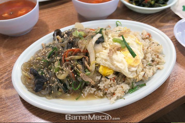 탕수육과 잡채밥이 인상적인 육교반점