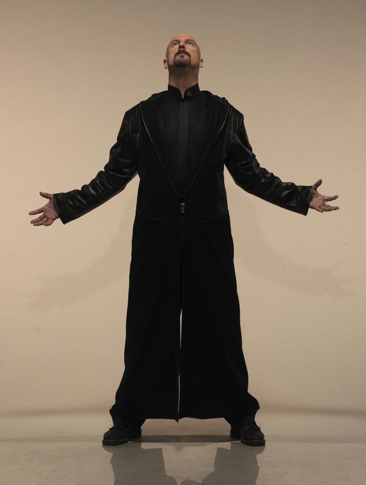 정체불명의 미치광이 악당에서 구세주로 전업한 '케인' (사진출처: C&C 위키)