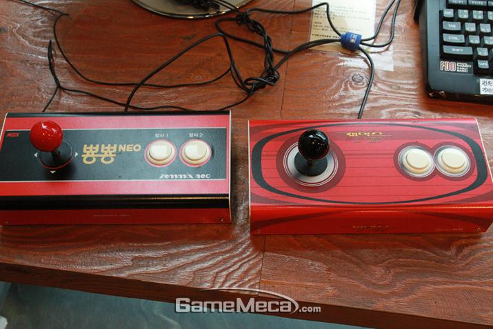 엄청난 무게를 자랑했던 재믹스 컨트롤러 (사진: 게임메카 촬영)