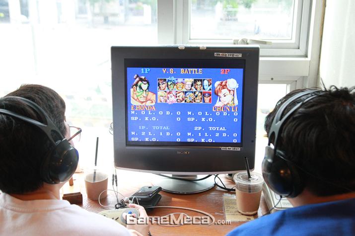 슈퍼 패미컴으로 이식돼 최고의 전성기를 누린 '스트리트 파이터 2' (사진: 게임메카 촬영)
