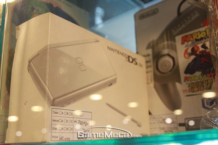 장터만 열리면 불티나게 팔린다는 닌텐도 DS (사진: 게임메카 촬영)