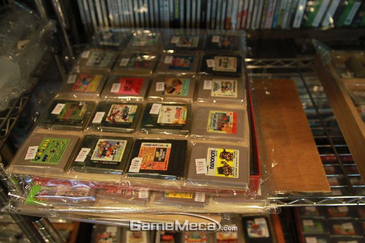 게임보이 알팩들도 판매한다 (사진: 게임메카 촬영)