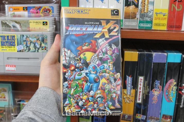 플레이 하고 싶어도 없어서 못해봤던 '록맨 X2'라니! (사진: 게임메카 촬영)