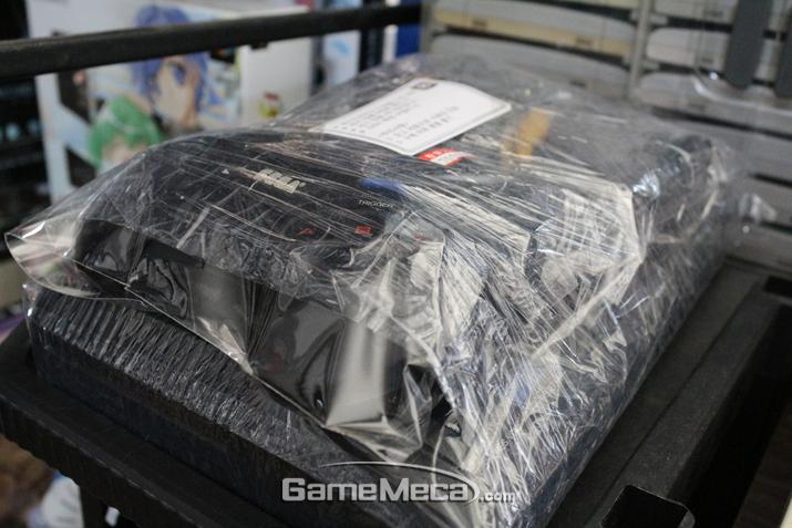 사장님이 손수 정비하고 수리하신 메가드라이브 (사진: 게임메카 촬영)