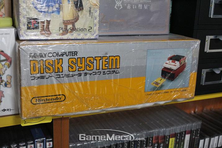 '절다의 전설'이 발매된 패미컴 디스크 시스템 (사진: 게임메카 촬영)