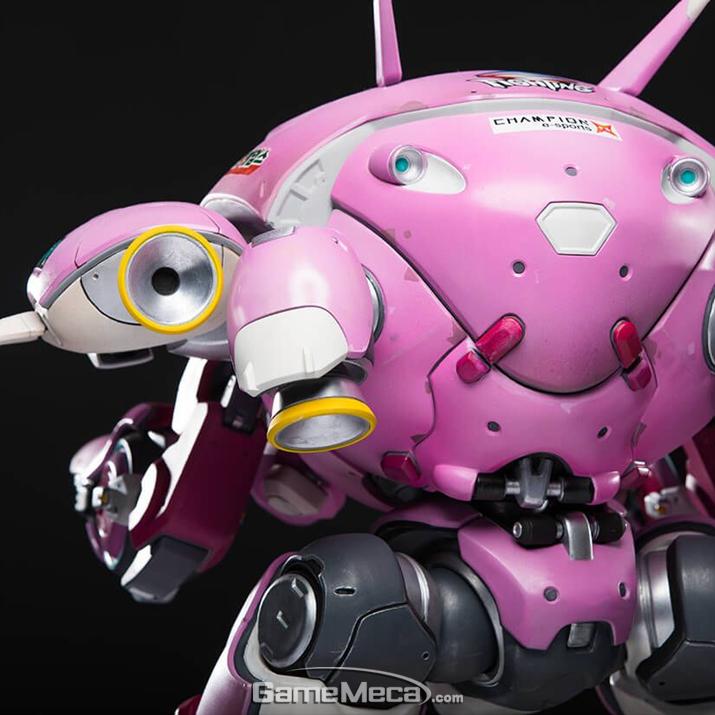 전투 로봇 메카의 조형도 송하나 못지않게 멋지게 이루어져 있다 (사진출처: 블리자드 기어 스토어 홈페이지)