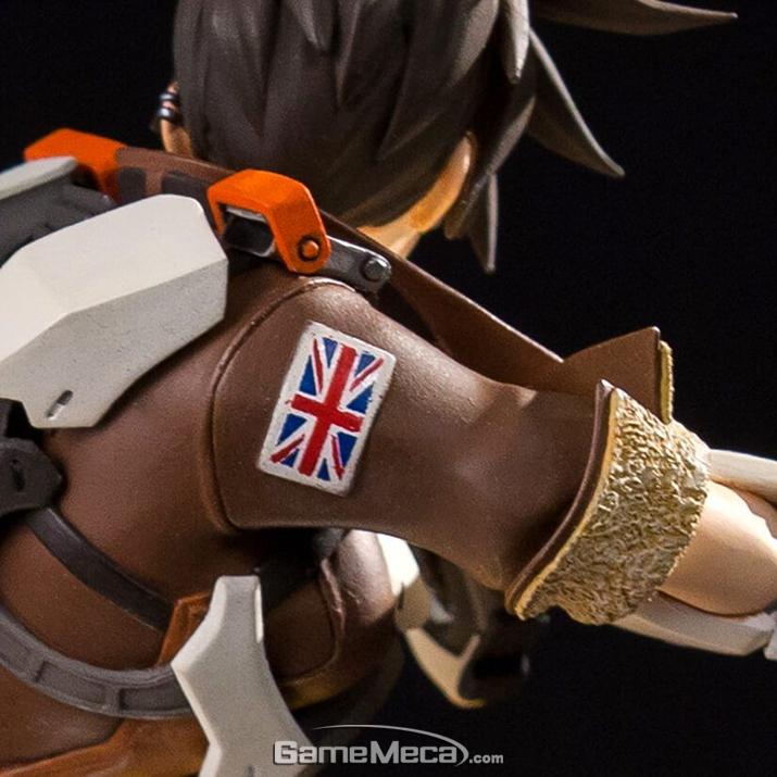 영국국적임을 알려주는 영국국기 엠블럼. 이처럼 몇몇 영웅들은 자신의 국적을 적극적으로 알린다 (사진출처: 블리자드 기어 스토어 홈페이지)
