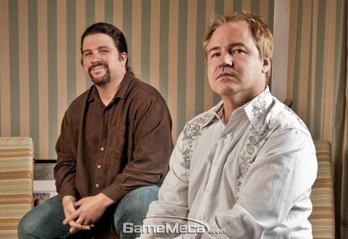 인피니티 워드 설립부터 해고까지 함께 한 두 사람, 제이슨 웨스트(좌)와 빈스 잠펠라(우) (사진출처: 게임인포머)