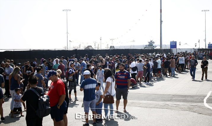 'SWC 2018 아메리카컵'을 보기위해 줄 서있는 관객들 (사진제공: 컴투스)