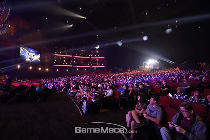 LA 마이크로소프트 시어터를 가득메운 관객들 (사진출처: 컴투스 공식 포럼)
