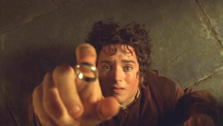 '반지의 제왕'에선 절대 반지로 인해 생기는 에피소드를 다루고 있다 (사진출처: 네이버 영화)