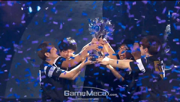 젠지가 2년 연속 히어로즈 오브 더 스톰 글로벌 챔피언십 우승을 차지했다 (사진출처: 블리즈컨 생방송 영상 갈무리)