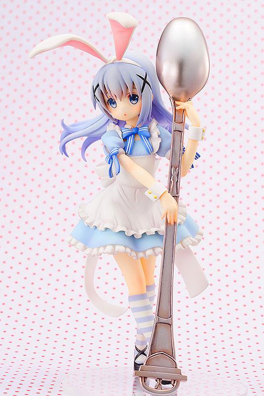 앨리스 의상은 다른 캐릭터가 입어도 언제나 귀여운 마법의 복장. 치노의 귀여움이 더 배가 된다 (사진출처: 아미아미 홈페이지)