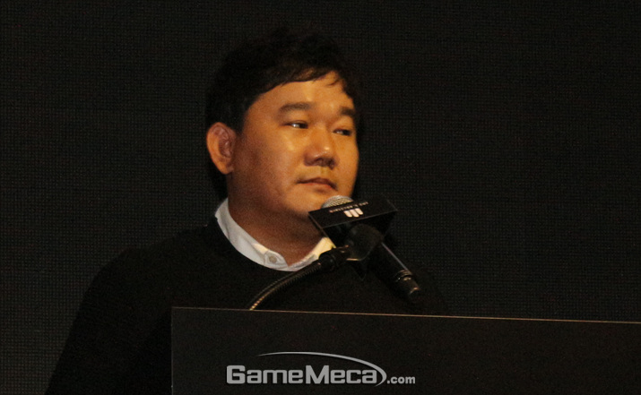 '리니지 2M' 발표를 맡은 이성구 '리니지' 유닛장 (사진: 게임메카 촬영)