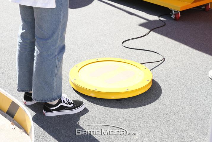 발판을 빠른 속도로 밟으면 되는 간단한 게임 (사진: 게임메카 촬영)