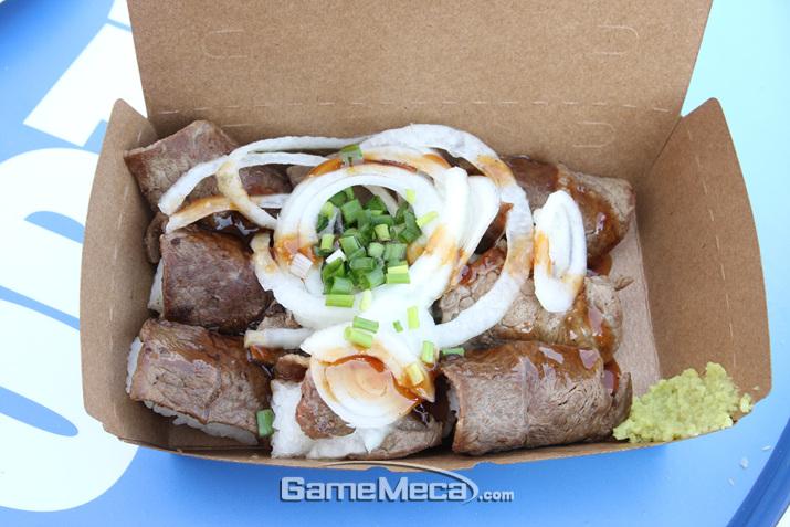 와사비를 올려서 먹으면 든든한 한끼 식사 (사진: 게임메카 촬영)