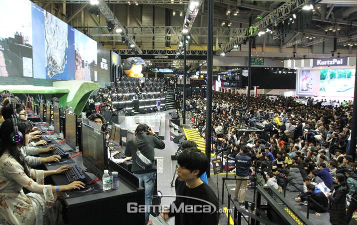 카카오게임즈가 유저들과 셀럽들의 만남을 주최햇다 (사진: 게임메카 촬영)