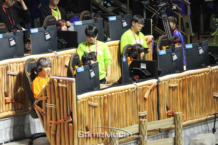 경기에 집중하고 있는 선수들 (사진: 게임메카 촬영)