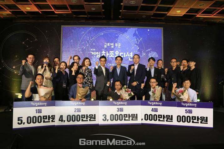 지난해 9월, 제 7회 게임창조오디션에서 대상을 수상한 '트릭아트 던전' (사진 왼쪽 아래)