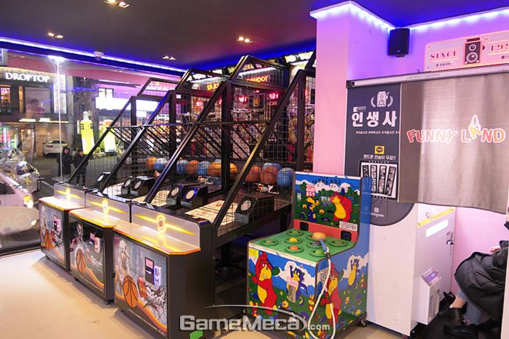 라이트 유저들이 즐길 수 있는 가벼운 캐주얼 게임 위주의 1층