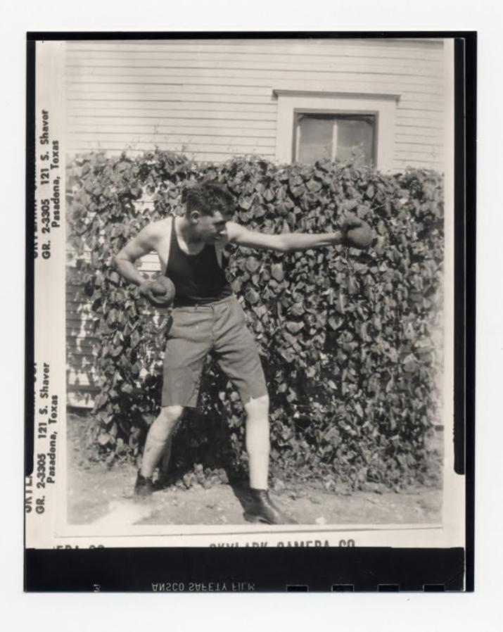 어린 시절 하워드는 근육과 권투 기술이 있어야 괴롭힘에서 벗어날 수 있다고 믿었다 (사진출처: 로버트 E. 하워드 팬사이트 'Sword of REH')