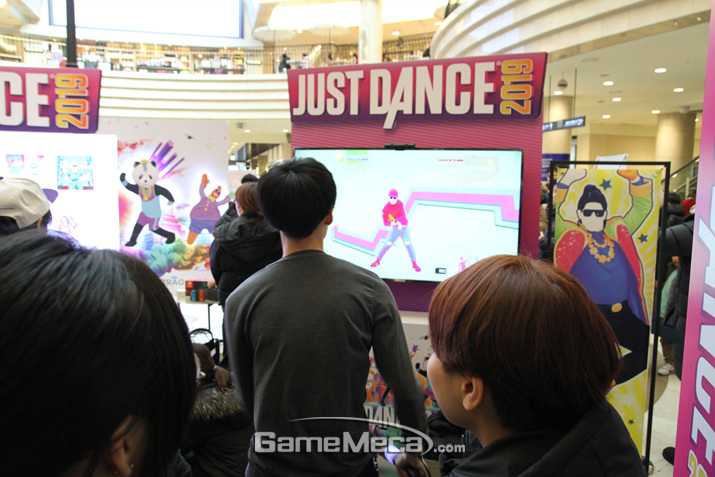춤여 열중하고 있는 한 유저 (사진: 게임메카 촬영)
