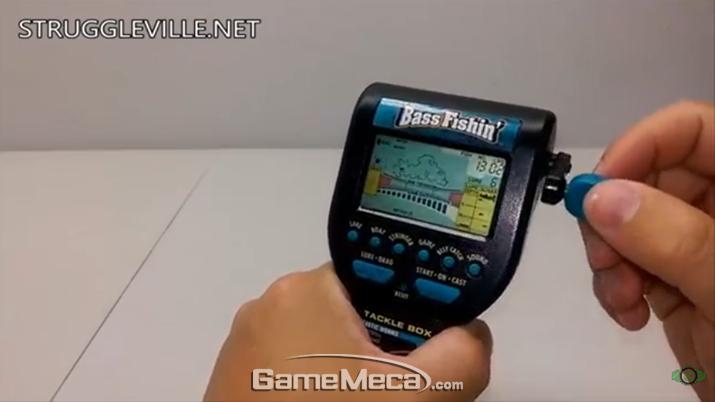 실제 게임 구동 화면, 릴을 사정없이 감아줘야 한다 (사진출처: 유튜브 TheStruggleville 채널)
