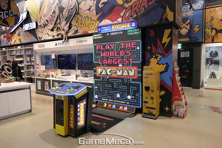 이 게임은 대체 뭐지?! 세계에서 제일 큰 모니터로 즐기는 팩맨?!