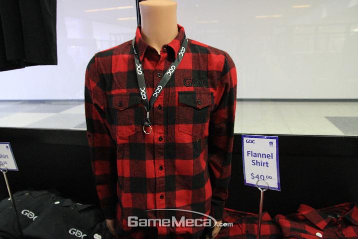 이 셔츠는 GDC 글자가 색깔에 잘 녹아들어 있다 (사진: 게임메카 촬영)