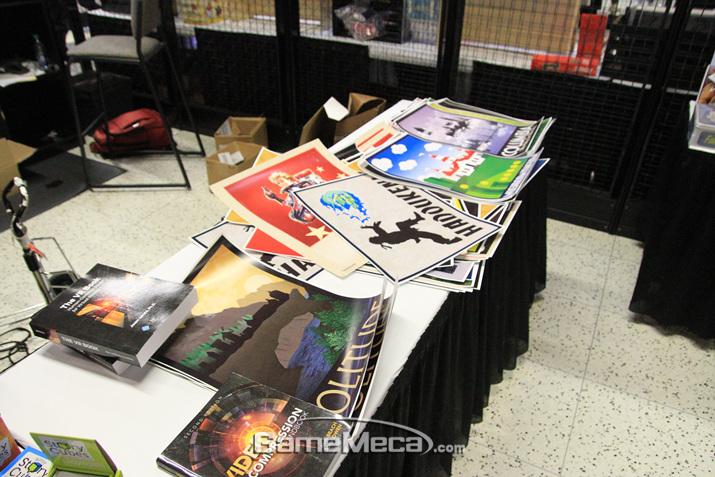 포스터도 개별적으로 팔고 있으니 안구기고 가져갈 수 있다면 도전! (사진: 게임메카 촬영)