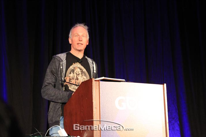라리안 스튜디오 창립자이자 게임 디렉터인 스벤 빈케가 강연에 나섰다 (사진: 게임메카 촬영)
