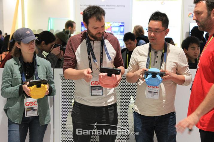 기기를 이용해 즐기는 3D AR 팩맨도 즐길 수 있었다 (사진: 게임메카 촬영)