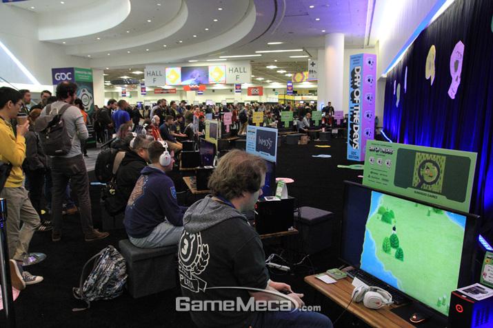 하루종일 여기 앉아서 게임만 하고 가는 관객도 있었다 (사진: 게임메카 촬영)