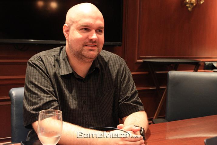 '패스 오브 엑자일'을 제작한 그라인딩 기어즈의 크리스 윌슨 디렉터를 만났다 (사진: 게임메카 촬영)