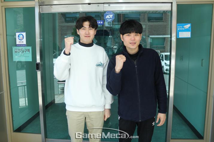 '난세의 영웅 리뉴얼'을 개발 중인 투캉프로젝트 고용성(좌), 안겨레(우) (사진: 게임메카 촬영)
