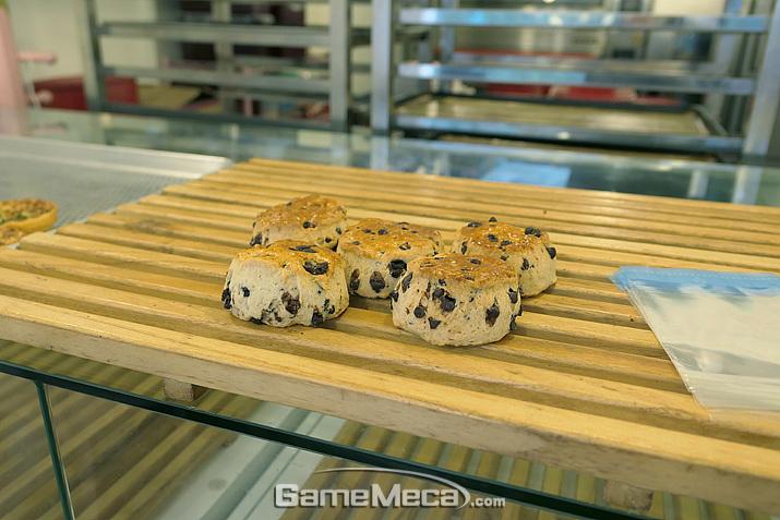 나오기 무섭게 팔리는 식빵 맛집 '티나의 식빵' (사진: 게임메카 촬영)
