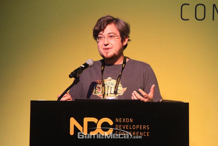 조너던 로저스가 NDC 2019에서 '패스 오브 엑자일'의 유저 관리 비법을 공개했다 (사진: 게임메카 촬영)