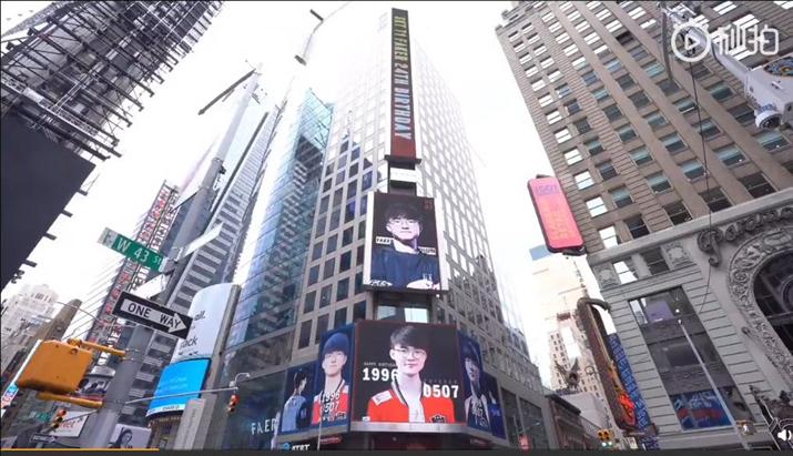 미국 타임스퀘어 전광판에 걸린 '페이커' 생일 축하 광고 (사진: ran_lpl 트위터)