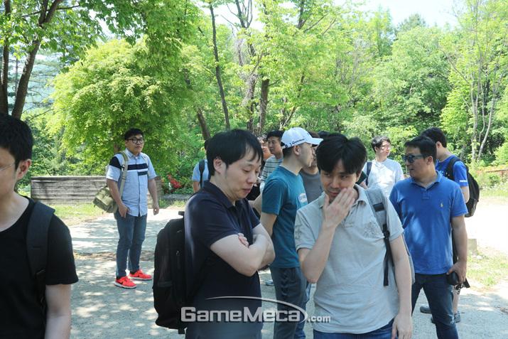 극심한 멀미에 고통을 호소하는 기자들 (사진: 게임메카 촬영)