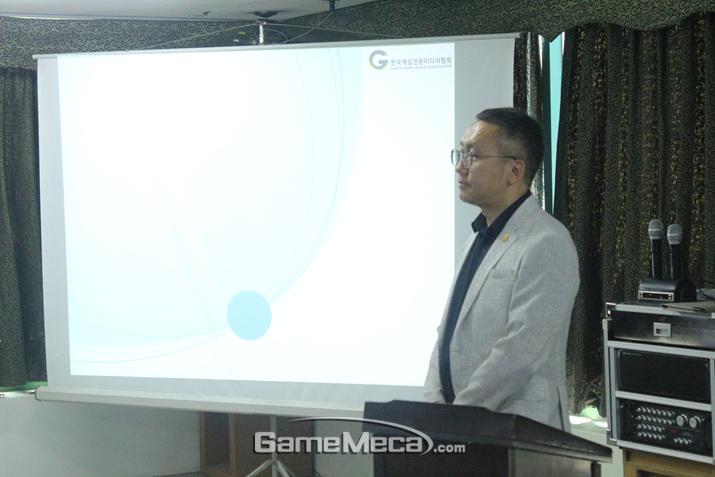 기자들의 재무 설계를 위해 성심성의껏 강연을 펼친 강연자 (사진: 게임메카 촬영)