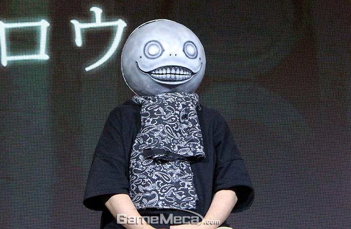 드래그 온 드라군과 니어 시리즈 디렉터를 맡은 요코오 타로 (사진: 게임메카 촬영)