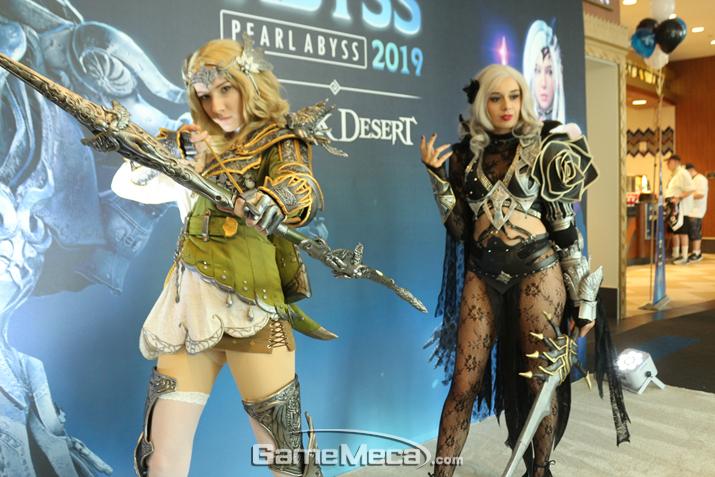 '검은사막' 코스프레 모델들 (사진: 게임메카 촬영)